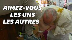 Avant Pâques, le pape François lave et baise les pieds de 12