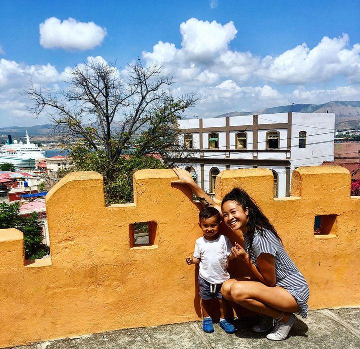<i>Katherine avec son fils &agrave; Santiago de Cuba en 2018.</i>