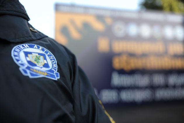 Επίθεση εναντίον αστυνομικών έξω από σχολείο στη