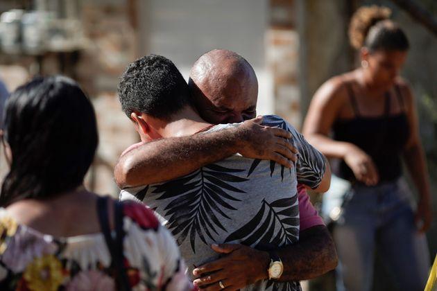 Desabamento deixou 20 mortos confirmados; Três moradores ainda estão