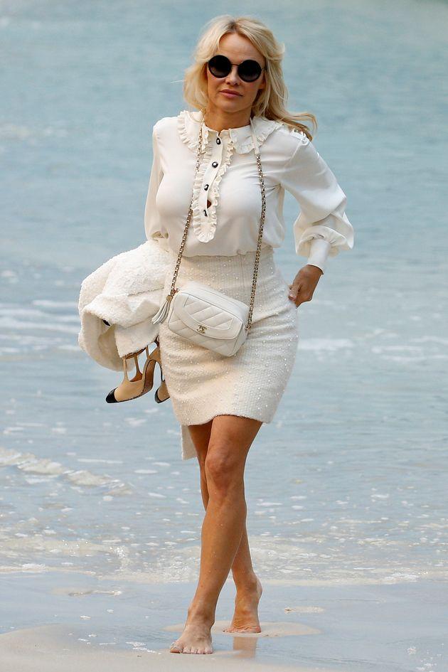 Pamela Anderson dénonce les dons des milliardaires pour Notre-Dame de