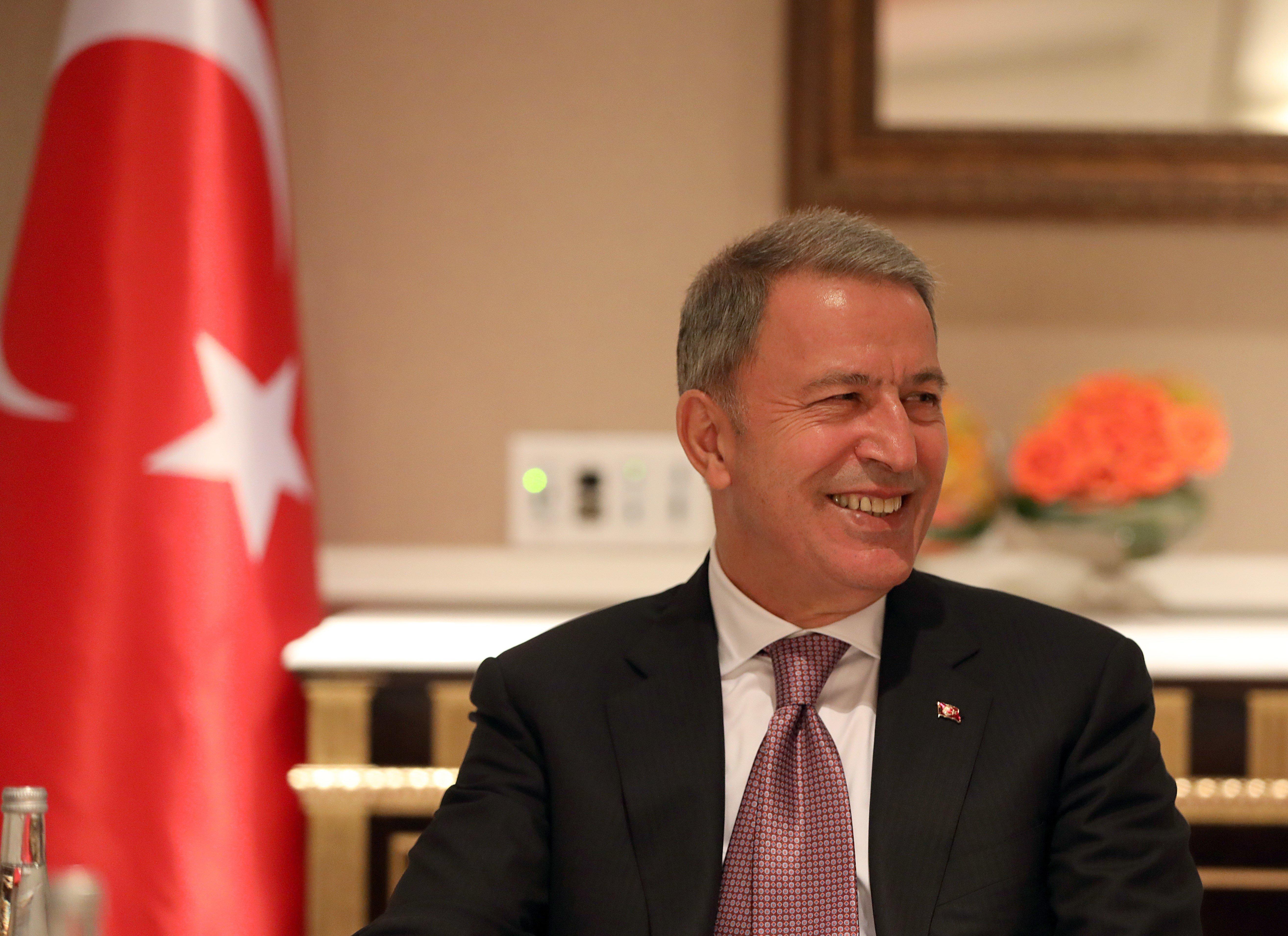 Ο Τούρκος υπουργός Άμυνας ζητά από τον Αποστολάκη να αποστρατιωτικοποιηθούν τα νησιά του