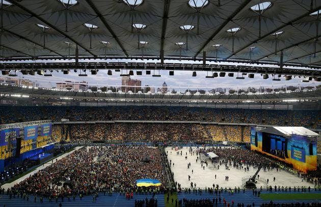 Με ντιμπέιτ στο Ολυμπιακό Στάδιο του Κιέβου έκλεισε η προεκλογική εκστρατεία στην
