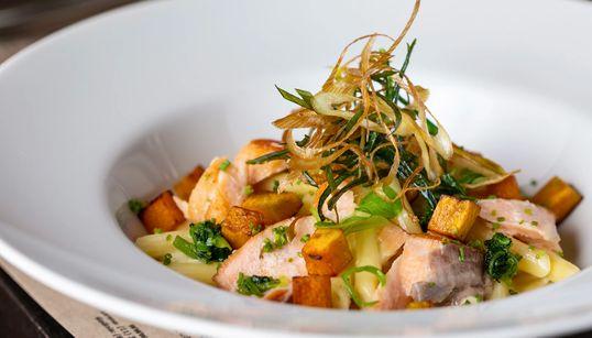 Os restaurantes que oferecem pratos incríveis com peixe para almoço de