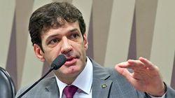 Parlamentares mantêm agenda com ministro do Turismo e silenciam sobre