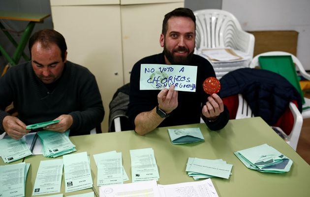 Imagen de archivo de un voto nulo, compuesto por un mensaje y una loncha de chorizo, en las pasadas elecciones