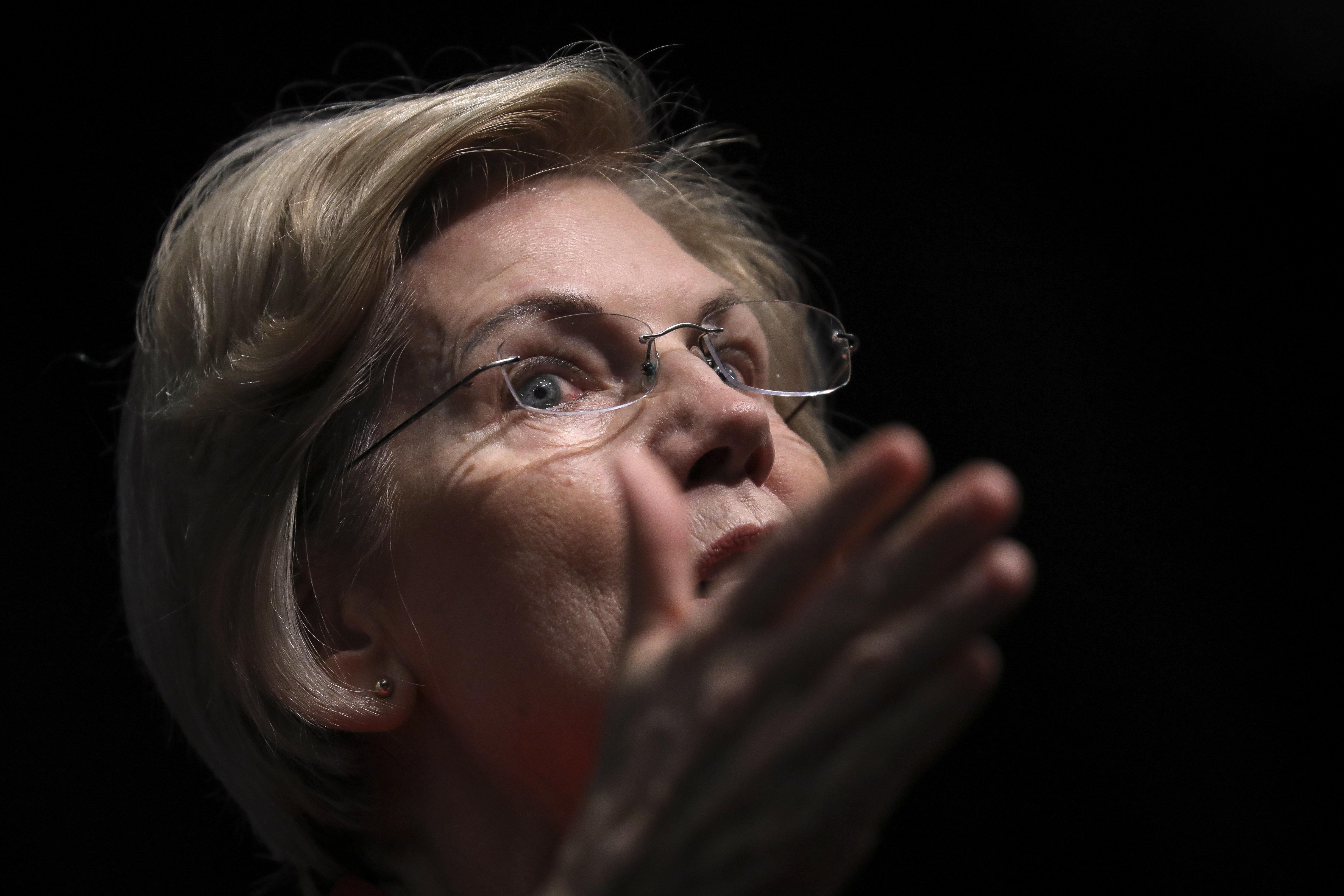 엘리자베스 워렌이 트럼프 탄핵 절차를 시작해야 한다고