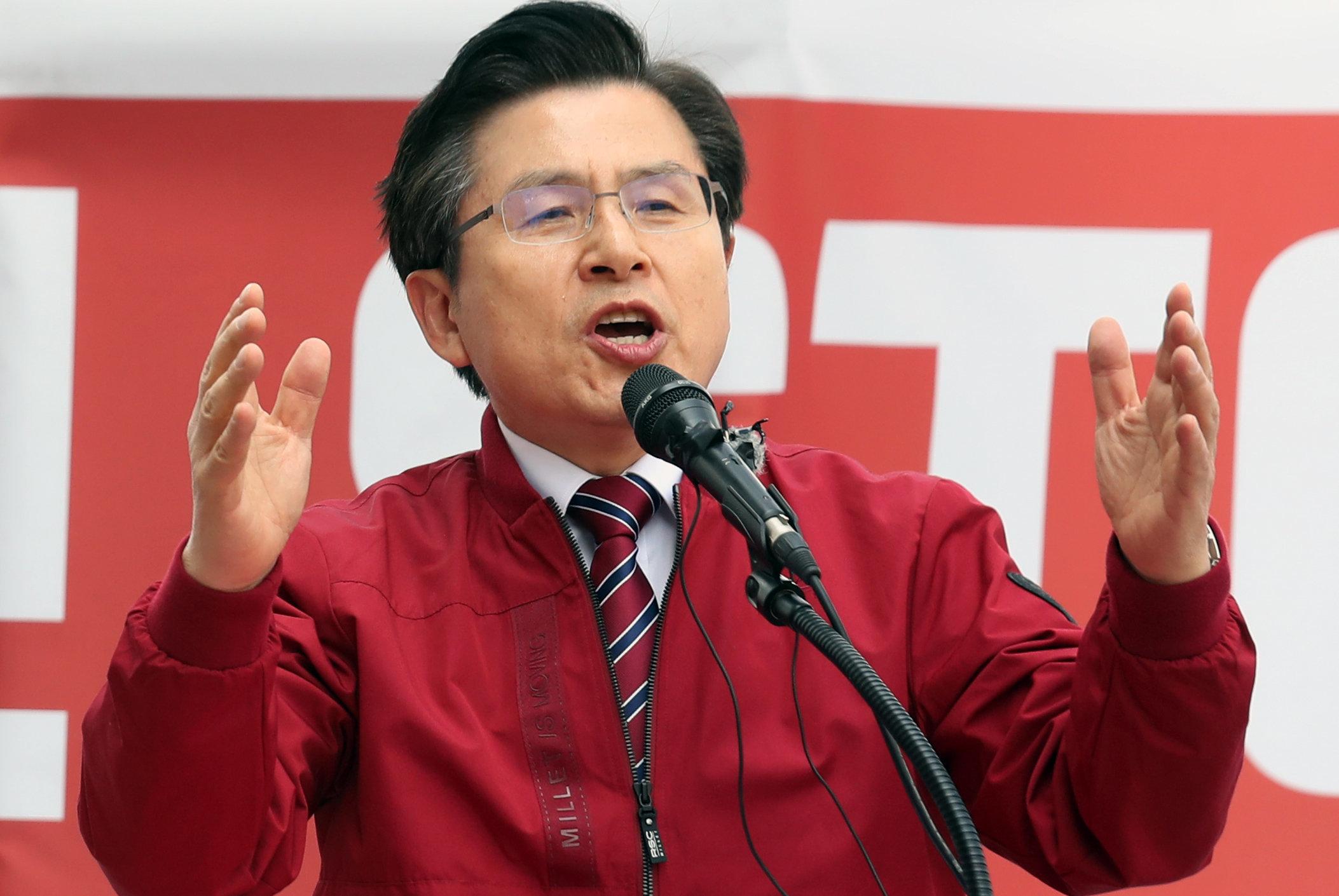 황교안 자유한국당 대표가 20일 오후 서울 종로구 세종문화회관 앞에서 열린 '문재인 정권의 국정운영 규탄 장외 집회'에서 연설을 하고