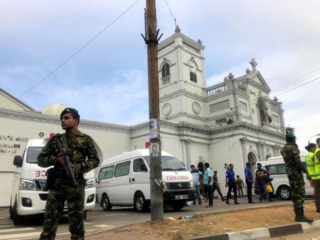 スリランカ、教会やホテルなど複数の場所で爆発 42人死亡