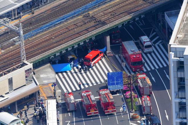 バスが多数の歩行者はねる、2人が心肺停止 神戸・三ノ宮駅近く