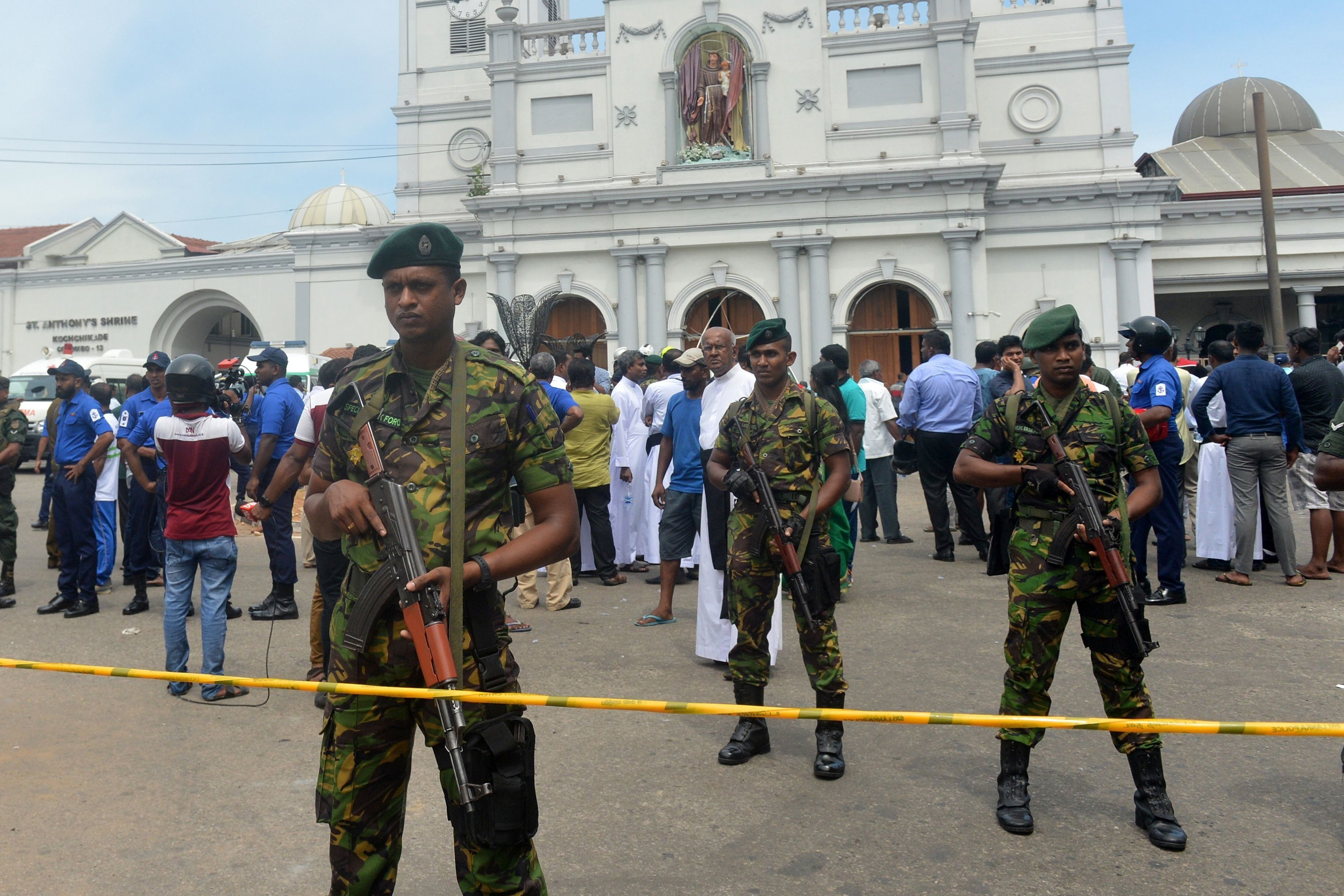 TOPSHOT - Sri Lankan security personnel keep watch outside the church premises following a blast at the St. Anthony's Shrine in Kochchikade in Colombo on April 21, 2019. - At least 137 people were killed in Sri Lanka on April 21, police sources told AFP, when a string of blasts ripped through high-end hotels and churches as worshippers attended Easter services. (Photo by ISHARA S. KODIKARA / AFP)        (Photo credit should read ISHARA S. KODIKARA/AFP/Getty Images)