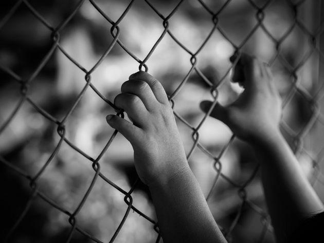 Πατέρας χτυπούσε και κλείδωνε 20 μηνών μωρό σε κλουβί για να εκδικηθεί την πρώην σύζυγό