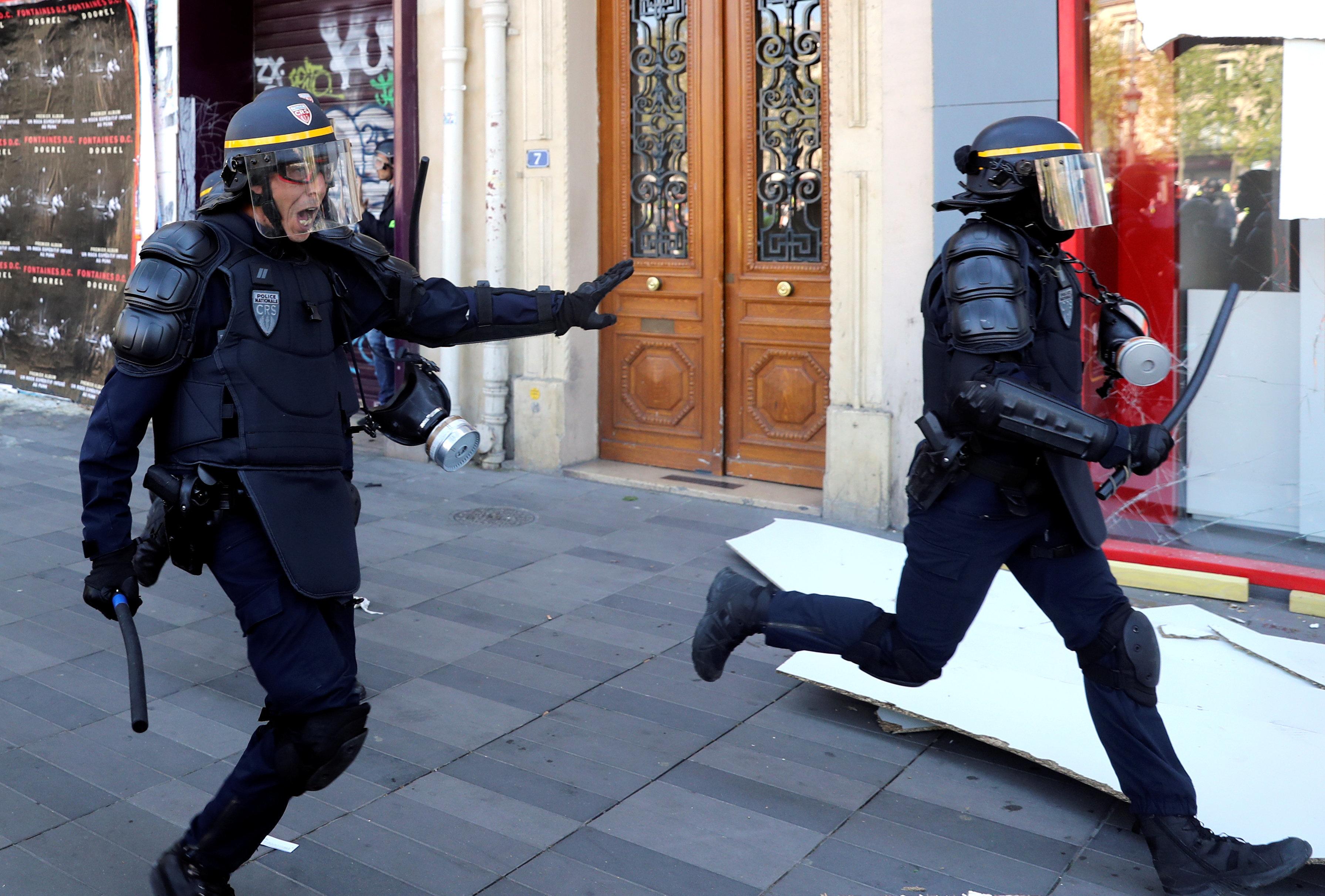"""Le directeur de la police nationale répond à la """"bêtise crasse"""" des gilets jaunes qui ont scandé"""
