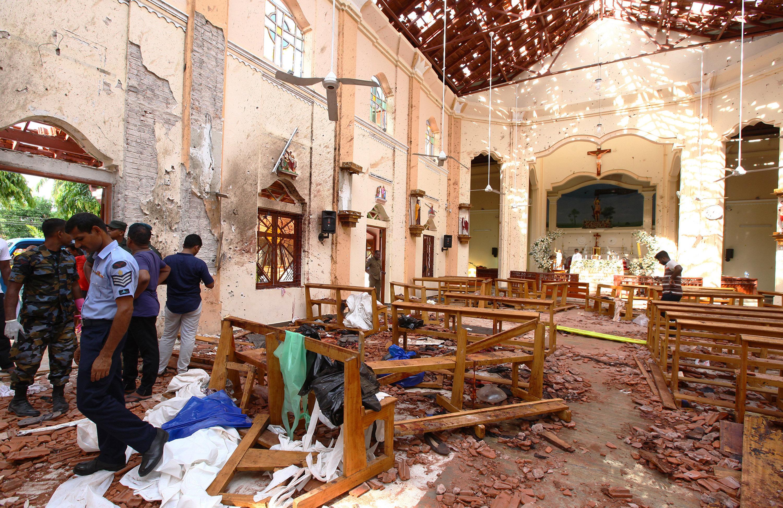 Σρι Λάνκα: Εκατοντάδες νεκροί και τραυματίες μετά τις εκρήξεις σε εκκλησίες και