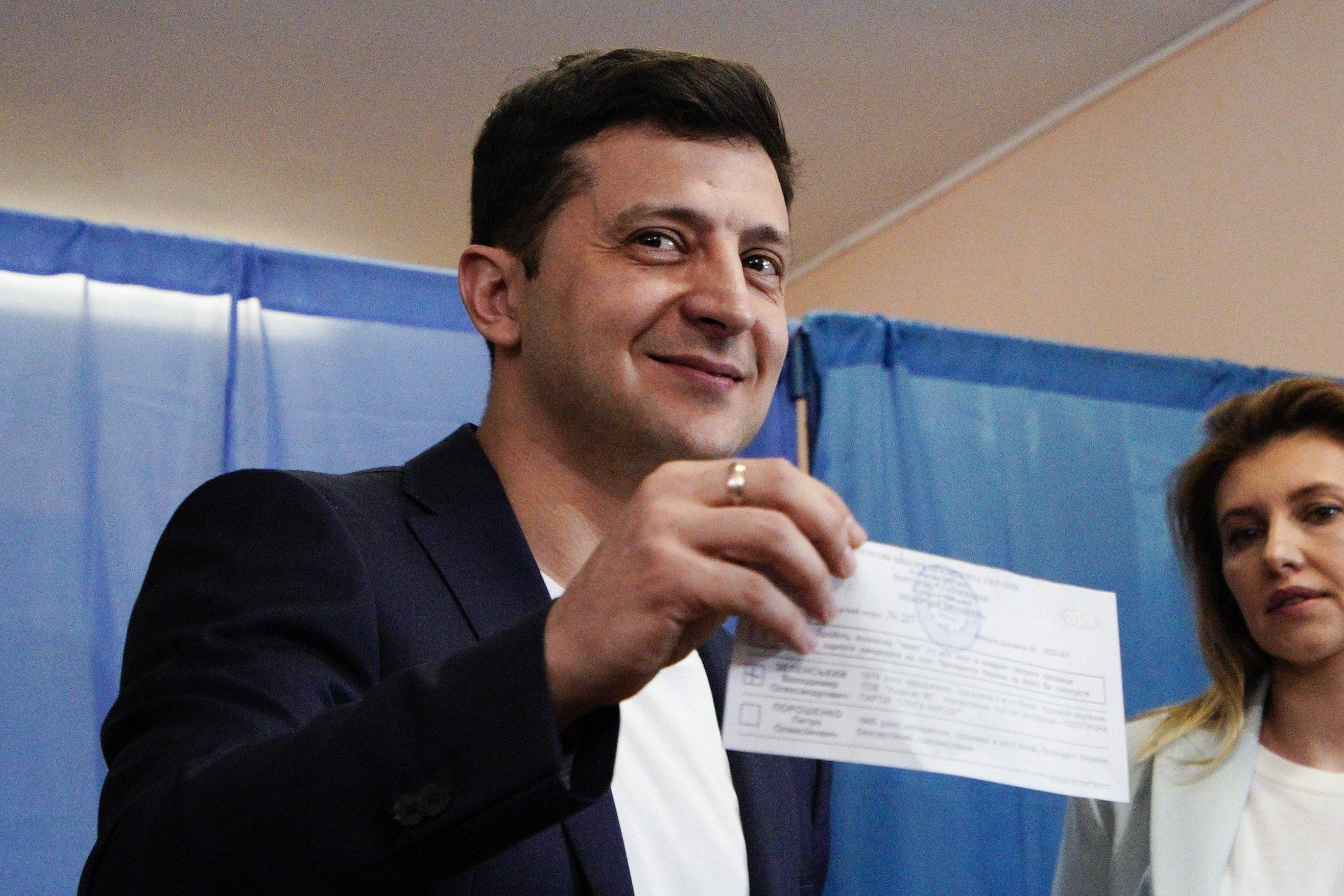 Le comédien Volodymyr Zelensky très largement élu président en