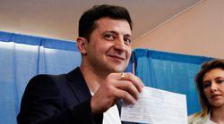 Le comédien Volodymyr Zelensky très largement élu président en Ukraine, selon les premières