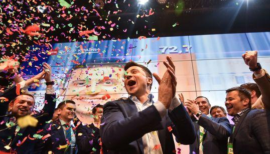 Volodymyr Zelensky, de comédien sans expérience politique à président