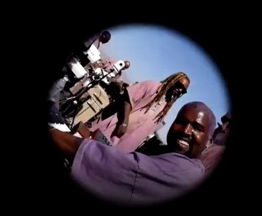 Avec ses cheveux teints en violet, Kanye West a animé la matinée de ce dernier dimanche...