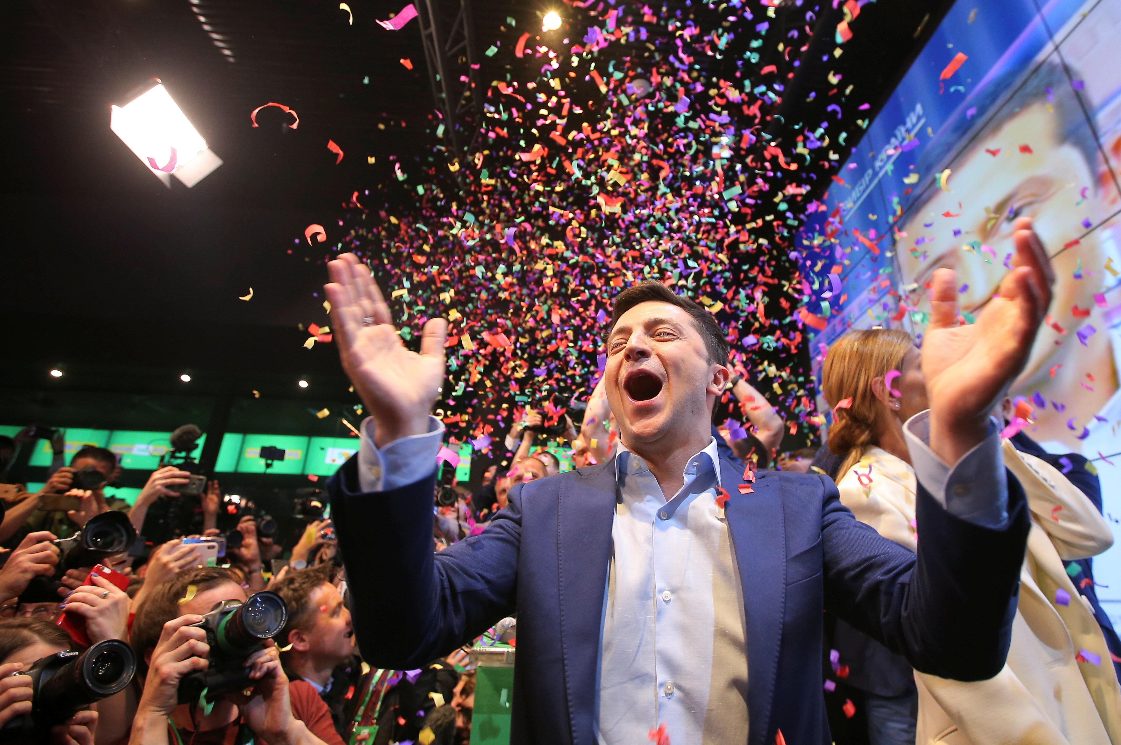 El cómico Vladimir Zelenski gana las elecciones en