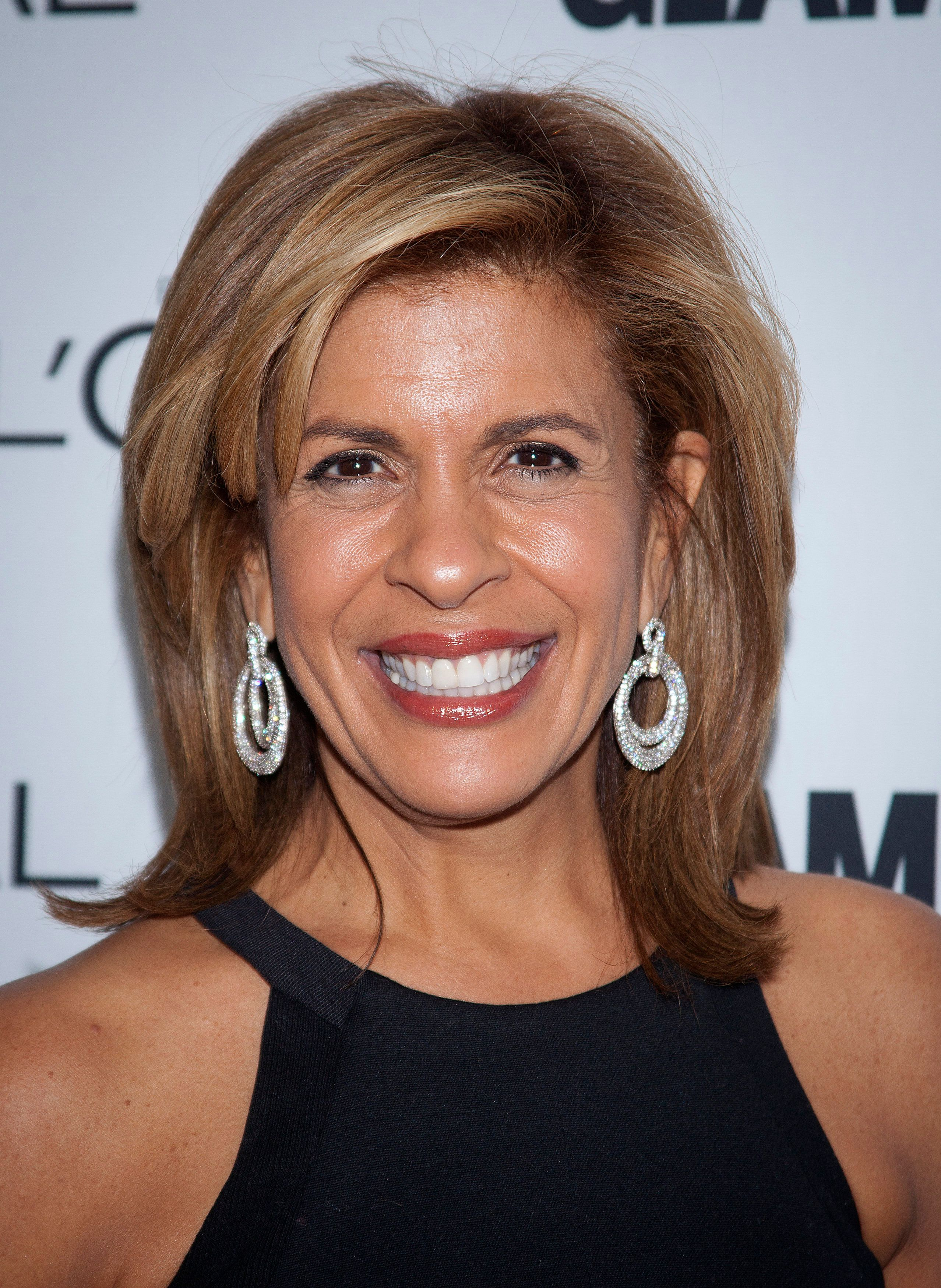 TV personality Hoda Kotb arrives for the Glamour Magazine Women of the Year event in New York, November 11, 2013.    REUTERS/Carlo Allegri(UNITED STATES - Tags: ENTERTAINMENT)