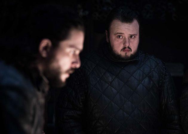 Jon Snow (Kit Harington) entre a cruz e espada depois que descobriu que é umTargaryen.