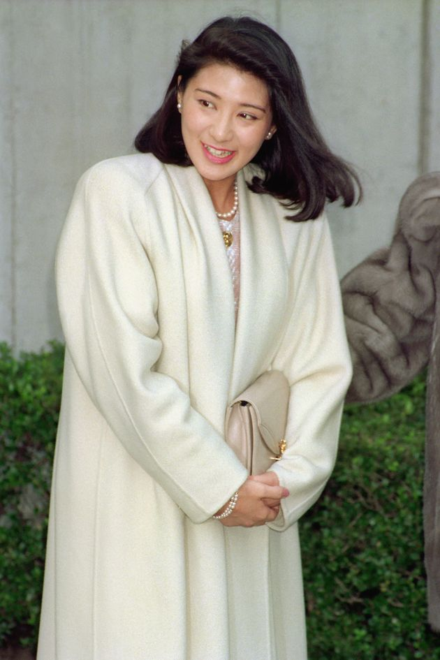 皇太子妃の「婚約内定」報道後、初めて外出する小和田雅子さん。