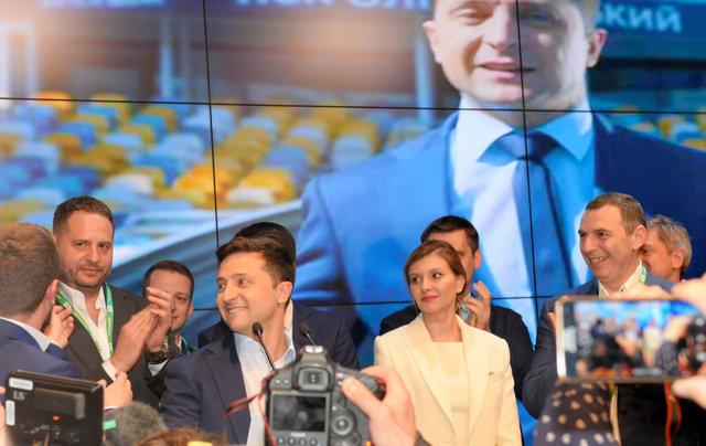 大統領を演じたコメディアン、本物の大統領に当選。ウクライナ