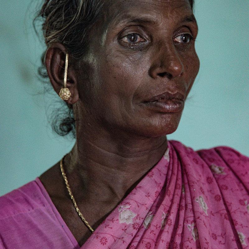 2018년 5월에 촬영한 인도 타밀나두의 농민 셀바라시(60)의 아내 라사티. 조합에 진 빚에 시달리던 셀바라시는 2017년 5월 자신의 논에서 스스로 목숨을 끊었다. Federico...
