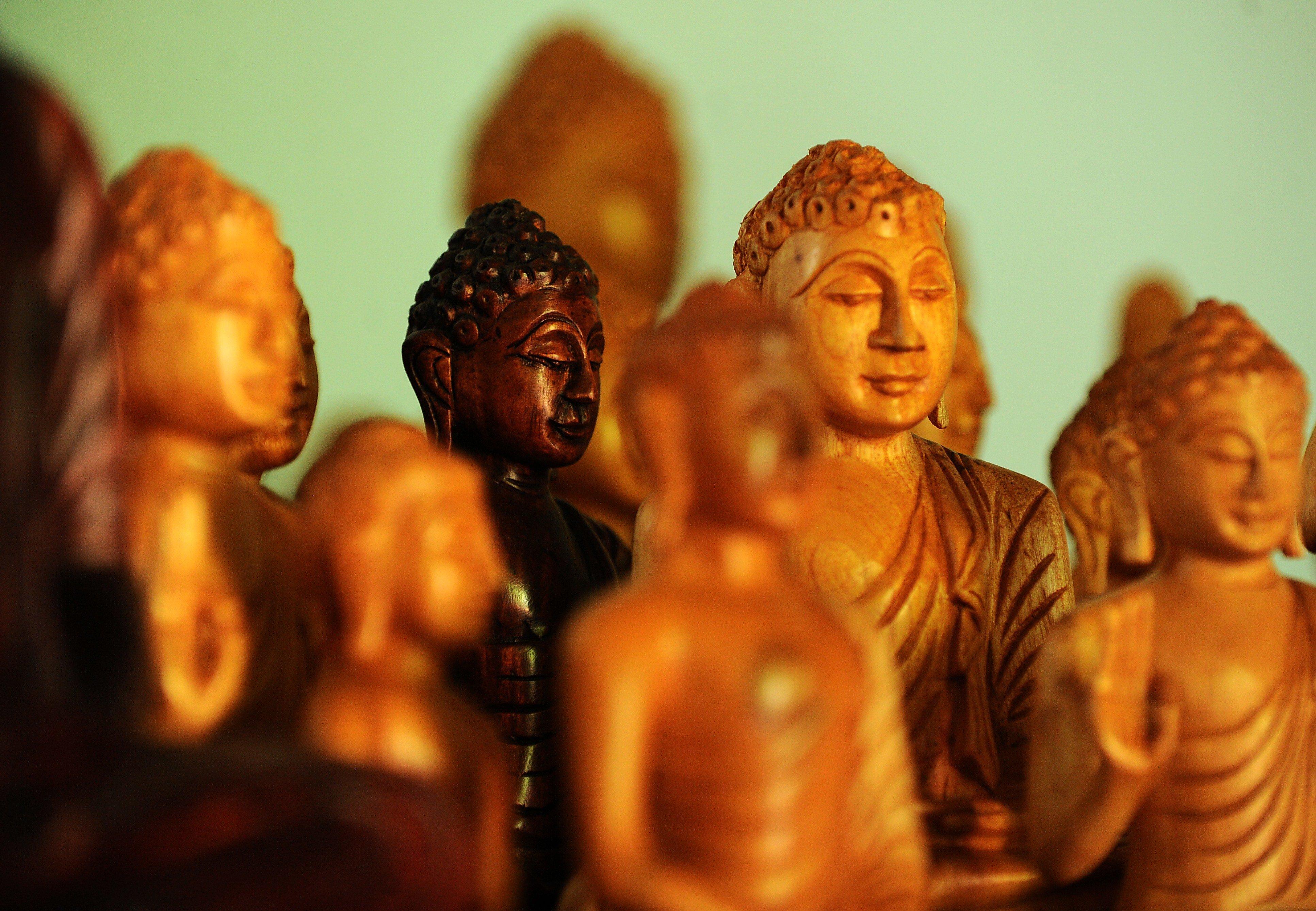 Τι κρύβεται πίσω από τις αιματηρές συγκρούσεις των θρησκευτικών κοινοτήτων στη Σρι