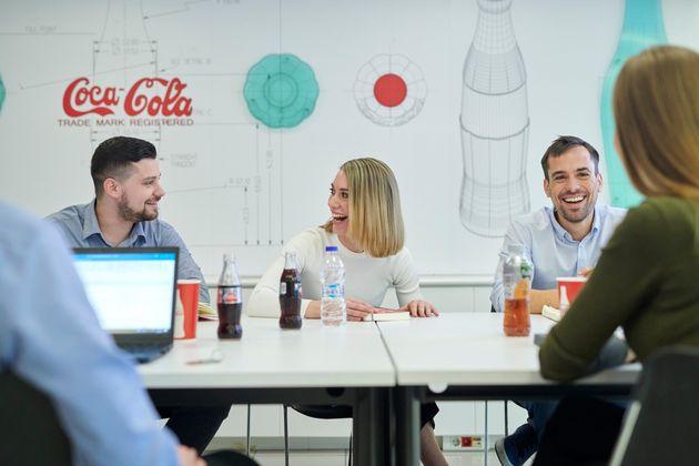 Η Coca-Cola Τρία Έψιλον στους εργοδότες επιλογής για τη Γενιά Y για 5η συνεχή