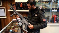 A Mossoul après l'EI, les armes se vendent et