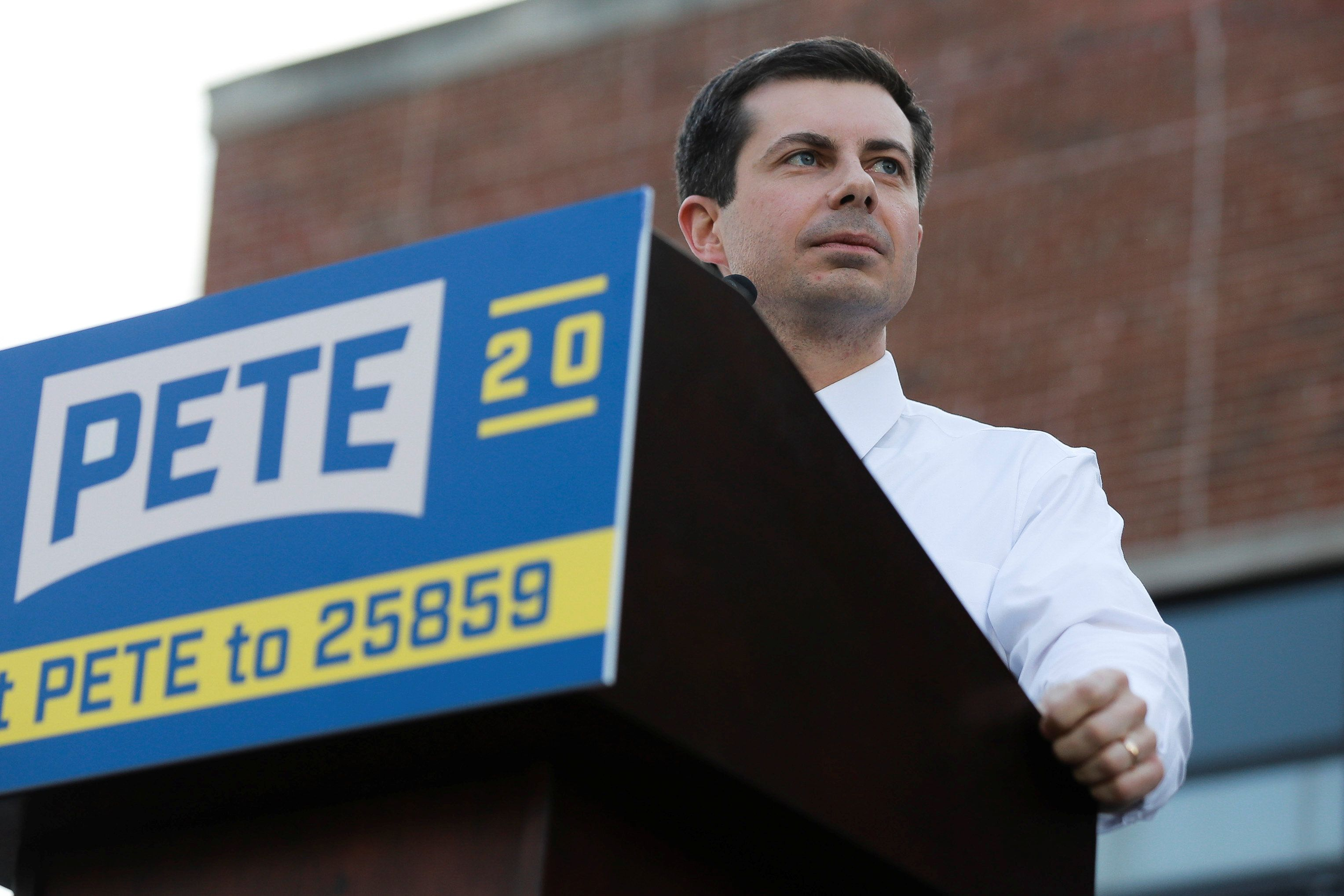 2020 Democratic presidential candidate Pete Buttigieg speaks at a campaign event in Des Moines, Iowa, U.S., April 16, 2019.  REUTERS/Elijah Nouvelage