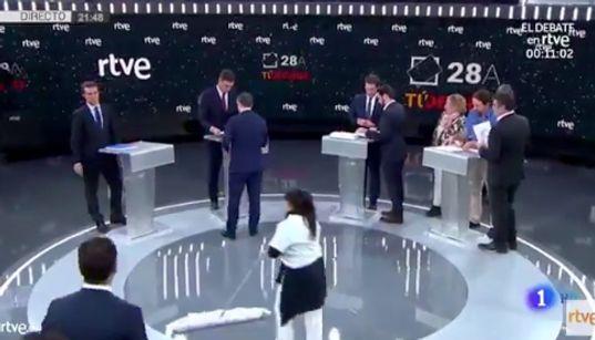 """""""Qué horror"""": El momento más polémico tras la foto de los cuatro candidatos en"""