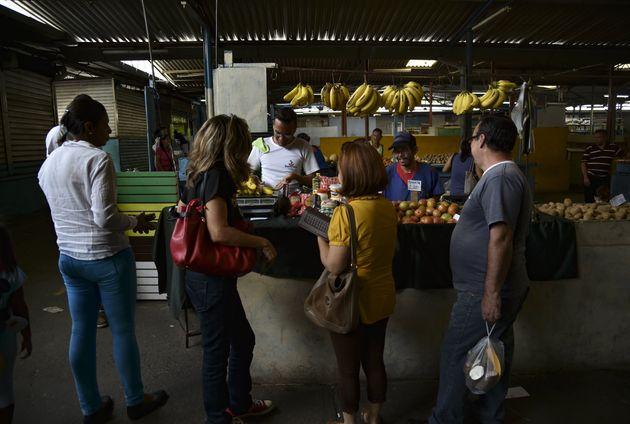 Βενεζουέλα: Μειωμένα ωράρια για να περιοριστεί η κατανάλωση ηλεκτρικού