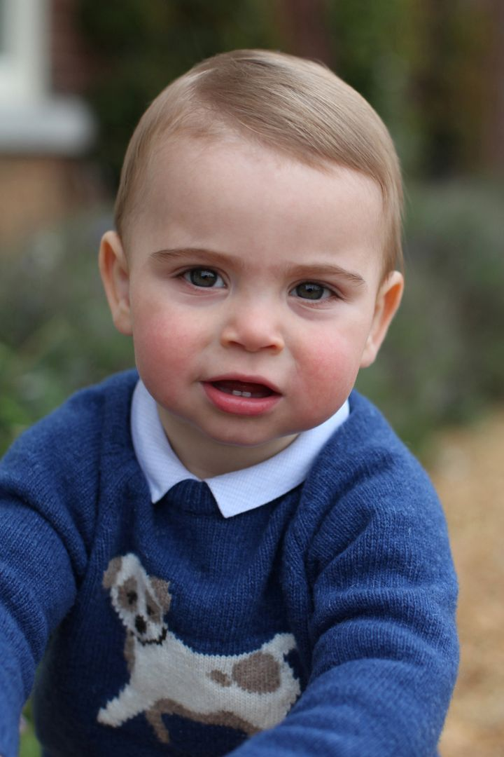 Westlake Legal Group 5cbe3c91240000030a4f7018 The Royal Family's New Photos Of Prince Louis Will Make You Smile