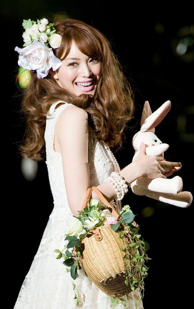 ファッションイベント「東京ランウェイ」に登場したモデルの蛯原友里さん。