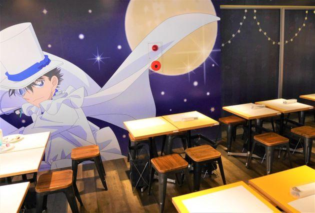カフェに入ると一面に描かれた怪盗キッドのイラストが目を引く