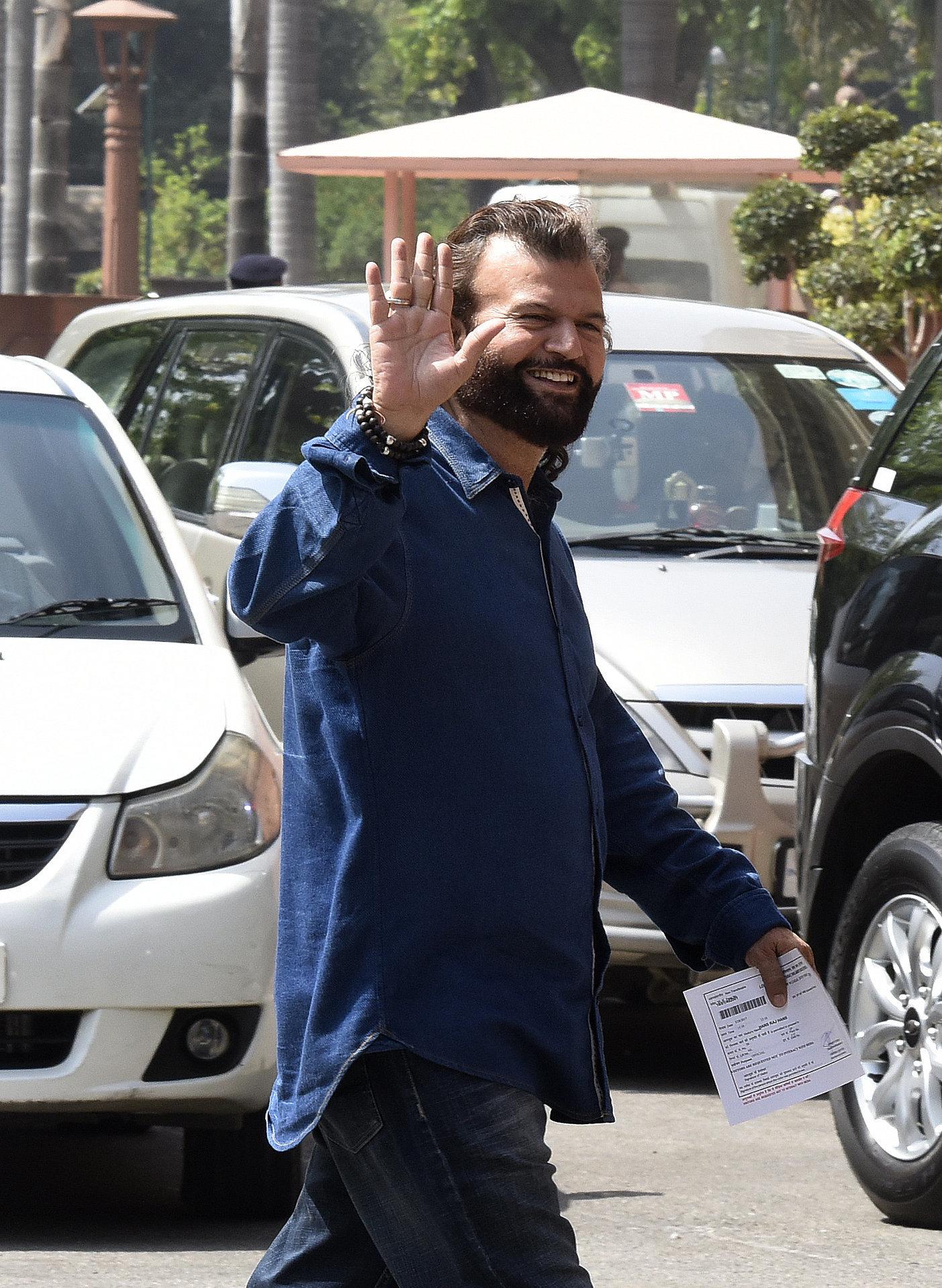 BJP Fields Hans Raj Hans From North-West Delhi, Drops Udit
