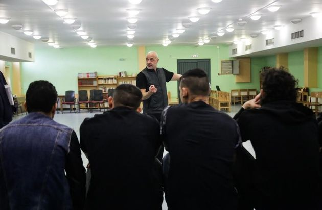 «Κοινή αφετηρία»: Για πρώτη φορά δύο ομάδες κρατουμένων από Αυλώνα και Θήβα σε μία