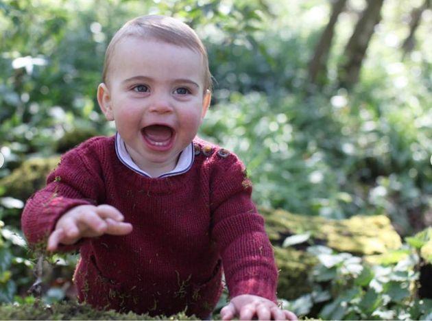 Príncipe Louis comemora seu 1º aniversário com fotos adoráveis
