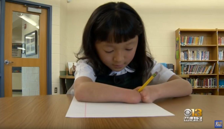 ΗΠΑ: Κορίτσι χωρίς χέρια κέρδισε σε διαγωνισμό