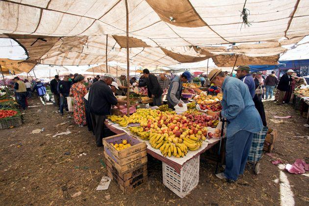 Un marché à Dar Bouazza, près de Casablanca, pendant le mois de ramadan, en