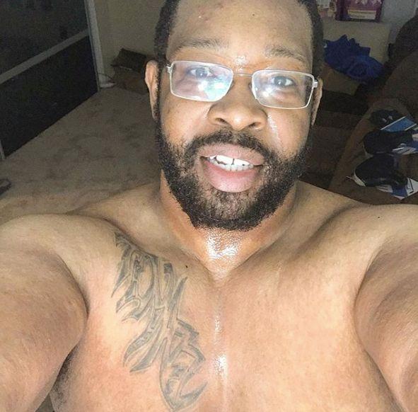 Martinus Evans a trouvé le courage de publier ce selfie torse nu