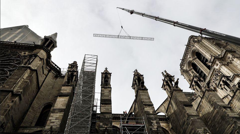Les images de Notre-Dame de Paris bâchée avant le retour de la