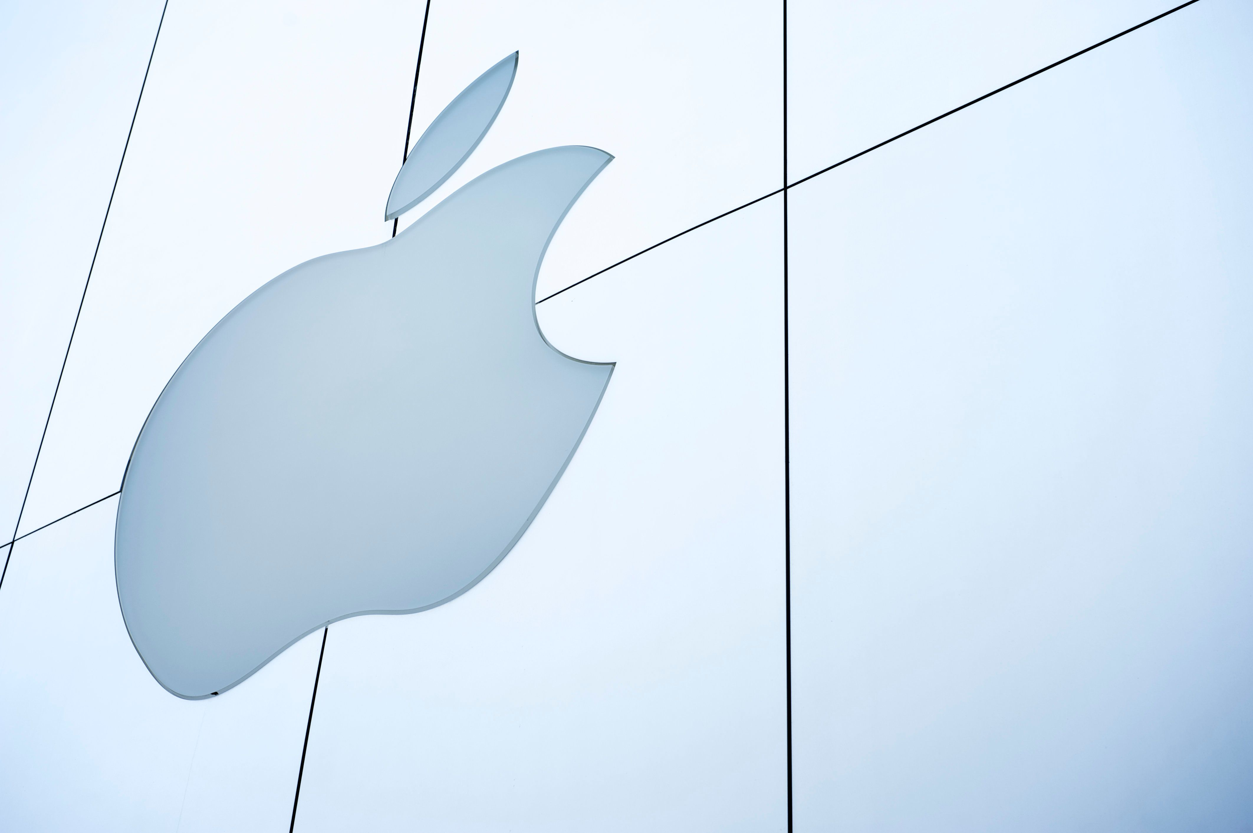 ΗΠΑ: Νεαρός 18 ετών διεκδικεί από την Apple 1 δισ.
