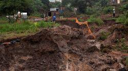 Ν. Αφρική: 33 νεκροί και 42 τραυματίες από καταρρακτώδεις βροχές στο