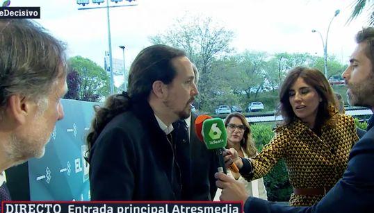 Pablo Iglesias sorprende al llegar al debate en un coche que nadie