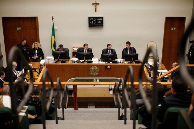 Os ministros da Quinta Turma do STJ votam caso de Lula nesta terça-feira