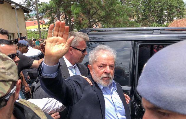 O ex-presidente, na única vez que deixou a sede da PF, em Curitiba, desde que foi preso, em abril...