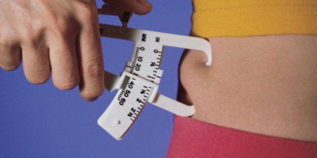 L'obesità uccide ma il sovrappeso potrebbe allungare la vita: lo studio pubblicato su